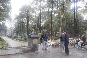 Phát hiện người phụ nữ chết bất thường ở vườn hoa Hà Nội