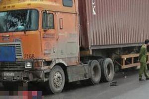Phú Thọ: Xe container va chạm xe đạp điện, 2 học sinh thương vong