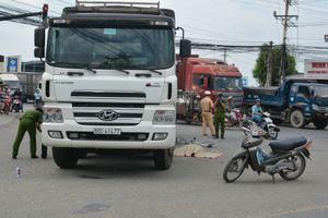 Học sinh lớp 10 trên đường đi học bị xe tải cán tử vong