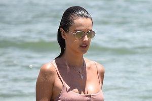 Siêu mẫu Alessandra Ambrosio đi nghỉ cùng bạn trai và hai con.