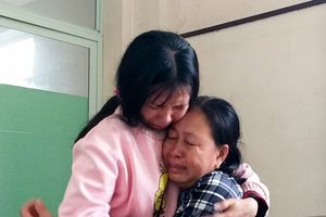 Tiếng khóc xé lòng tiễn sinh viên tử nạn ở đèo Hải Vân về quê