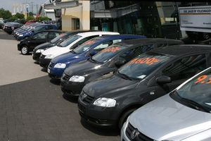 'Săn lùng' mua ô tô giá rẻ: Ôm nhọc nhằn vào thân vì ước mơ 'lên đời' 4 bánh
