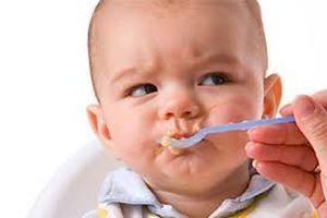 Trẻ biếng ăn, hay ăn ngậm phải làm sao?