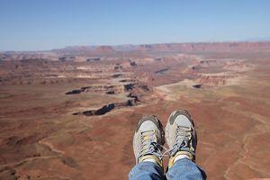 Đi du lịch, mang giày dép nào thoải mái nhất?