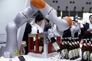 Con người sẽ bị thay thế bởi robot?
