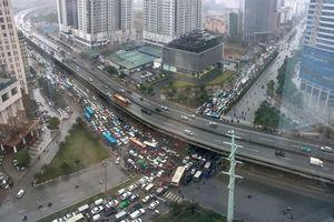 Vì sao nhiều tuyến đường Hà Nội ùn tắc nghiêm trọng?