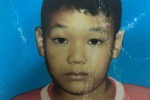 Chơi một mình dưới tòa nhà, bé 9 tuổi mất tích bí ẩn