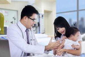 Cha mẹ có con dưới 1 tuổi cần biết gì về vaccine ComBE Five