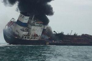 Đang khẩn trương tìm kiếm 2 thuyền viên Việt Nam mất tích trên tàu cháy tại Hong Kong