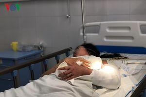 Vụ lật xe trên đèo Hải Vân: Nối cánh tay nạn nhân bị đứt lìa