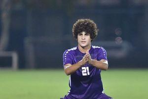 Cầu thủ 20 tuổi của đội tuyển Iraq nổi bật với mái tóc xù