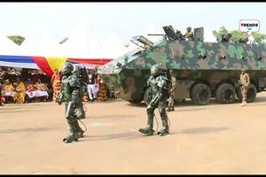 Choáng với siêu xe chở quân và giáp robot do Ghana phát triển