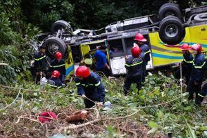 Khởi tố tài xế vụ xe chở đoàn sinh viên rơi xuống đèo Hải Vân