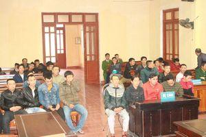 Hà Tĩnh: Nhóm đánh bạc tại cổng chùa Hương Tích lĩnh án