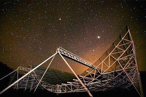 Phát hiện loạt tín hiệu vô tuyến bí ẩn cách Trái Đất 1,5 tỷ năm ánh sáng