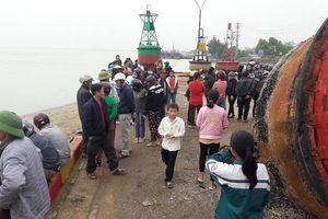 Nghệ An: Xuống bờ biển chơi, nam sinh bị dòng nước cuốn trôi