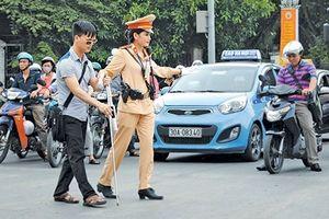 Cảnh sát giao thông Thủ đô vì nhân dân phục vụ