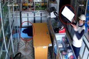 Trộm vào tận cửa hàng cuỗm laptop khi chủ tiệm đang ngủ