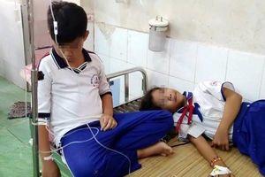 Súc miệng ngừa sâu răng ở lớp, 84 học sinh đau bụng nhập viện cấp cứu