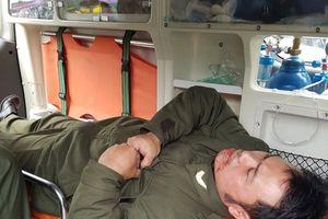 Cò taxi hành hung, đánh gãy 4 răng nhân viên an ninh sân bay Nội Bài