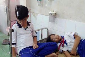 Cà Mau: Nhiều HS nhập viện sau khi súc miệng bằng dung dịch fluor
