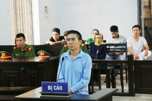 Đòi ly hôn bất thành, chồng đâm chết vợ tại tòa