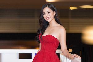 Hoa hậu Tiểu Vy mặc đầm cúp ngực quyến rũ khó tả