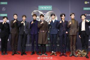 Thảm đỏ 'Đêm hội Weibo 2018': Nine Percent trẻ trung, Địch Lệ Nhiệt Ba đọ sắc cùng Cổ Lực Na Trát