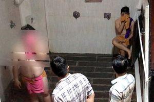 TPHCM: Bắt quả tang mua bán dâm đồng tính nam tại tiệm spa