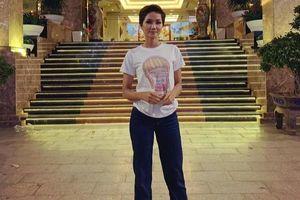 H'Hen Niê mặc áo thun 40k của em gái, fan tấm tắc khen ngợi: 'Hoa hậu tiết kiệm là đây'