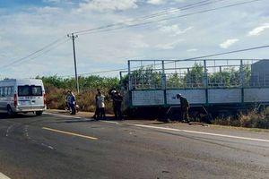 Ba chị em chết thảm khi xe tải gãy cầu lao vào xe máy
