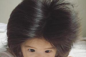 Mái tóc dày khó tin của bé gái Nhật Bản một tuổi