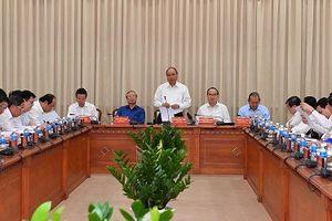 Thủ tướng Chính phủ Nguyễn Xuân Phúc và đoàn công tác Trung ương làm việc với TP.HCM
