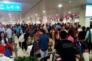 Hành khách đi máy bay dịp Tết nên đến sân bay sớm 2 - 3 tiếng