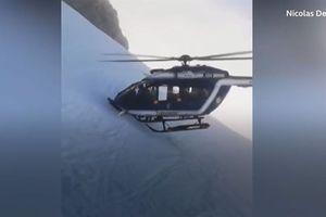 Trực thăng Pháp cắm đầu vào vách núi cứu nạn
