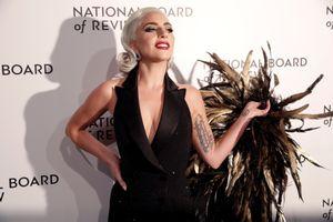 Lady Gaga phá vỡ im lặng về cáo buộc R. Kelly tấn công tình dục