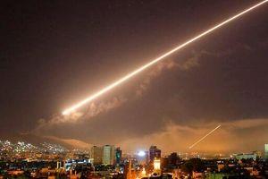 'Qua mặt' S-300, Israel bất ngờ ồ ạt nã tên lửa vào Syria
