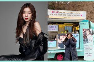 Han Hyo Joo thâm nhập Hollywood - Suzy cảm ơn xe cà phê của Lee Young Ah trên phim trường 'Vagabond'