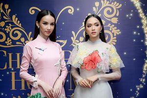Sau chung kết The Tiffany Vietnam, Hương Giang dẫn Yoshi Rinrada đi chơi biển