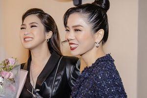 Lệ Quyên bỏ 2 show diễn cát-xê 1 tỷ đồng để tới ủng hộ Hương Tràm
