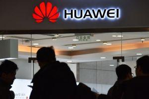 Mở màn 2019, Huawei đã có một tuần không thể tồi tệ hơn