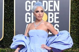 Mặc 'chặt chém' tại Quả Cầu Vàng, Lady Gaga vào nhóm đẹp nhất tuần