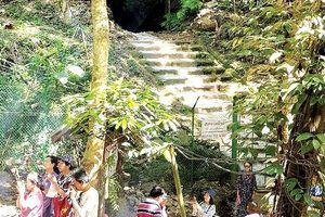 Hang Tham Luang nhộn nhịp hơn xưa