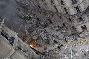 Cận cảnh hậu trường tan hoang sau vụ nổ rung chuyển Paris
