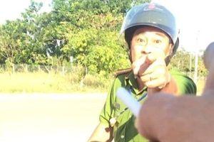 Thiếu tá công an chửi tục, lăng mạ tài xế bị tạm đình chỉ công tác