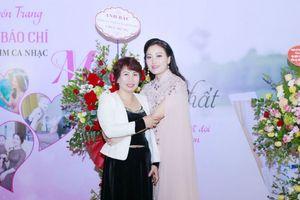 Mẹ Sao Mai Huyền Trang là chuyên gia tư vấn tình yêu cho con gái