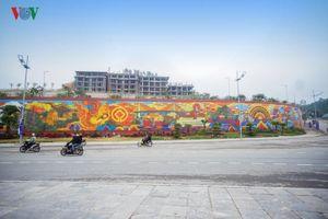 Toàn cảnh bức phù điêu gốm màu lớn nhất Việt Nam ở Hạ Long