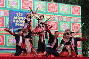 Rộn ràng ngày hội Tết Mông xuống phố 2019