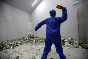Người Bắc Kinh giải tỏa căng thẳng trong 'phòng xả giận'