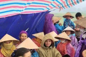 Người dân chặn bãi rác Nam Sơn: Do Hà Nội chậm trễ?
